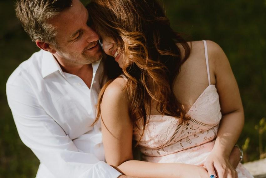 Couple romantic portrait photography florence tuscany lake intim