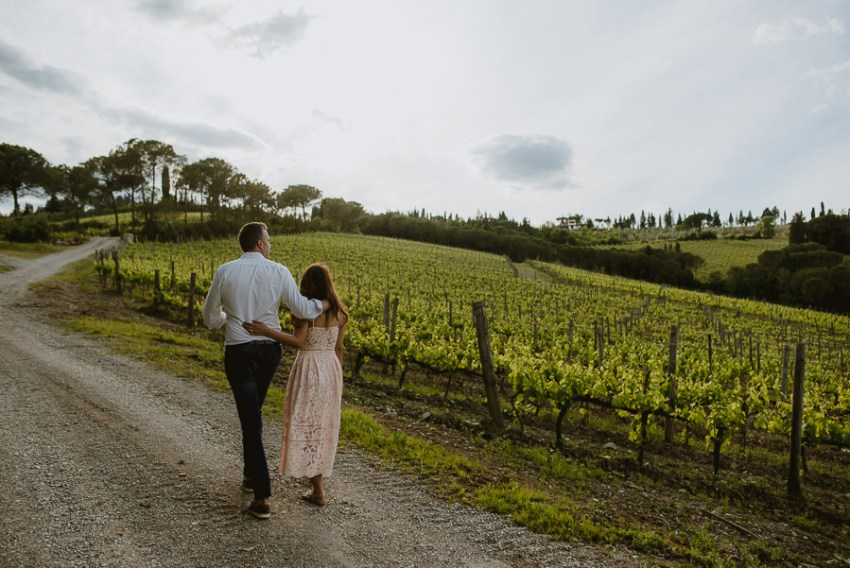 relaxed Couple portrait photography florence tuscan vineyard