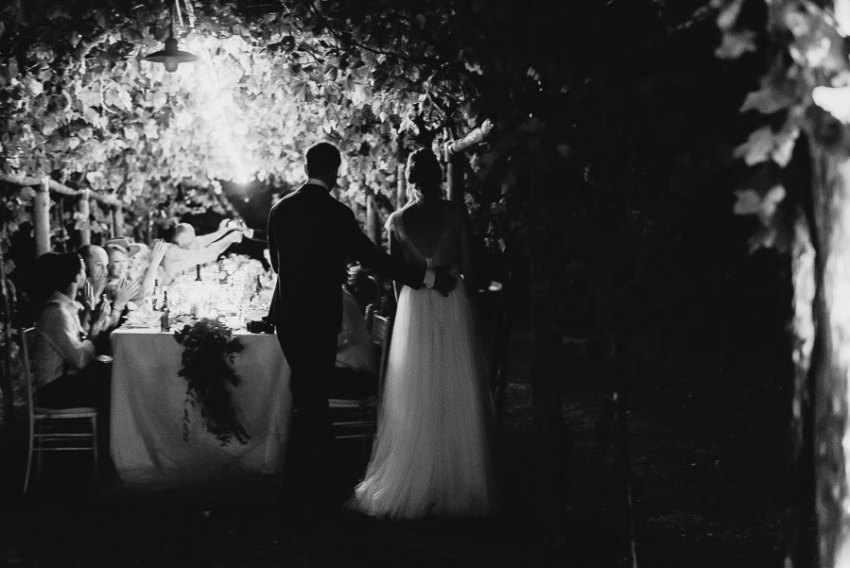 luxury wedding photographer umbria italy outdoor dinner decors