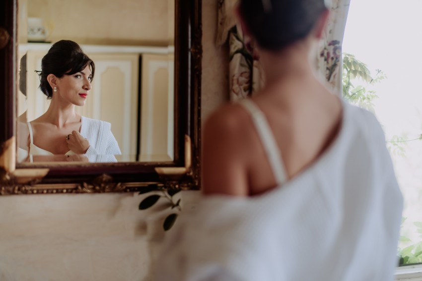 creative wedding photographer tuscany bride getting ready