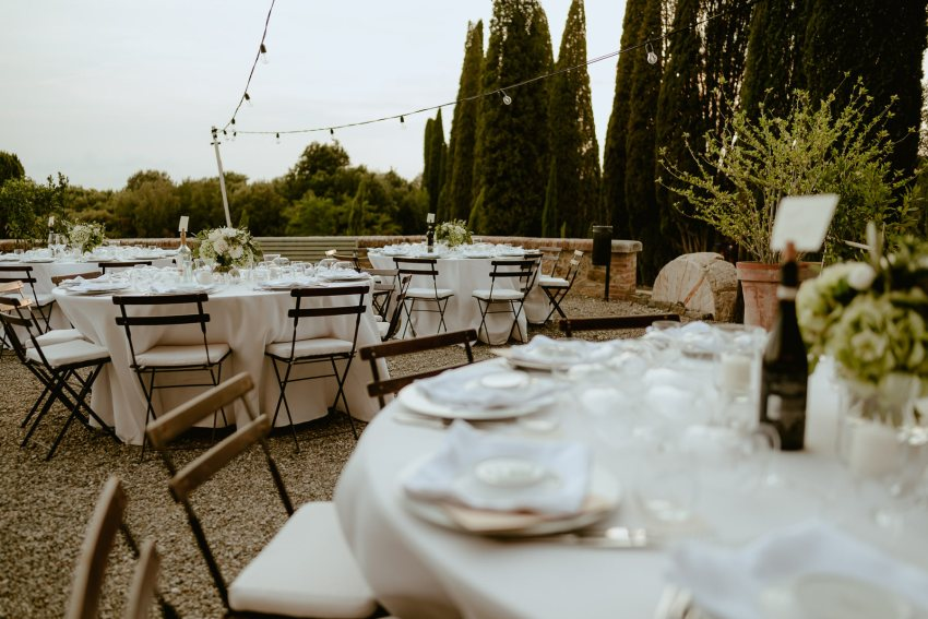 Siena wedding photographer borgo scopeto outdoor dinner