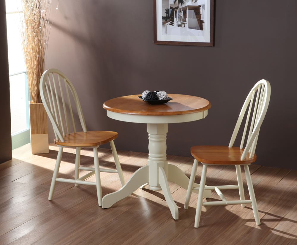 Weald Buttermilk Traditional Round Breakfast Table and Chairs