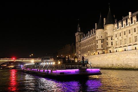 Bateau Mouche Paris and a Seine River cruise
