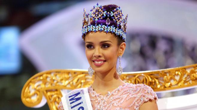 La Philippine Megan Young reçoit la couronne de Miss Monde 2013, samedi 28 septembre à Bali (Indonésie).