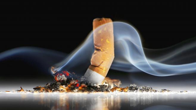 """""""Bien que de nombreux fumeurs déclarent vouloir arrêter la cigarette, beaucoup d'entre eux continuent, arguant que la cigarette leur procure des bénéfices sur leur santé mentale"""", dénonce l'étudede chercheurs britanniques publiée vendredi 14 février 2014."""
