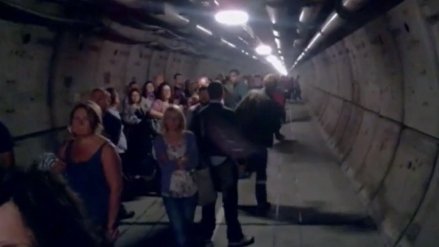 VIDEO Bloqus dans le tunnel sous la Manche ils filment