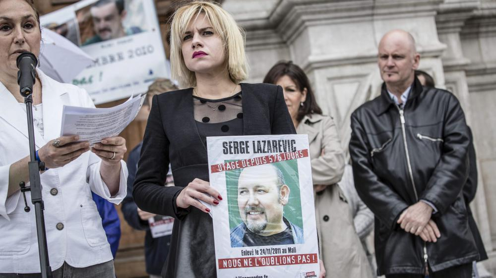 La fille de Serge Lazarevic, Diane, lors d'une manifestation de soutien à son père, le 22 juin 2013 à Paris.
