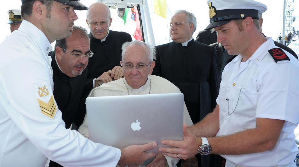 Le pape François, le 8 juillet 2013, sur l'île de Lampedusa (Italie).