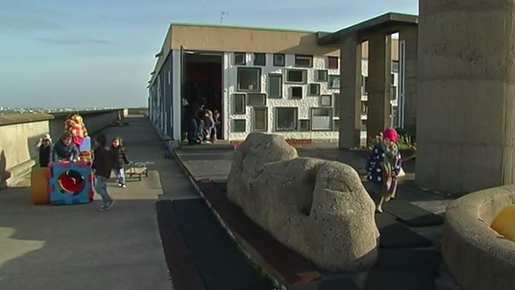 La Maison Radieuse une cole sur le toit du monde