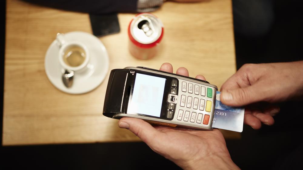 De nombreux commerçants imposent une limite (généralement 15 euros) en dessous de laquelle il n'est pas possible de payer par carte bancaire.
