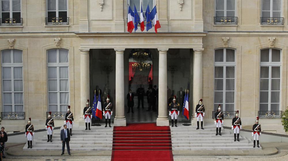 Le tapis rouge déroulé au palais de l'Elysée, le 15 mai 2012, lors de la passation de pouvoirs entre Nicolas Sarkozy et François Hollande.