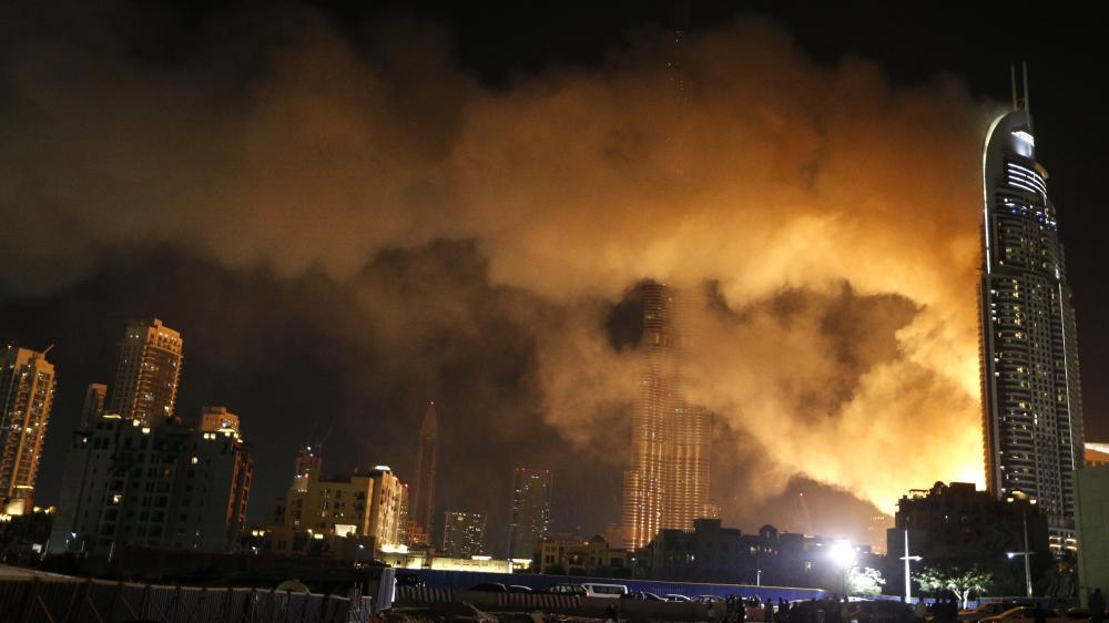 Un incendie a frappé l'immeuble de 63 étages dans le centre de Dubaï (Emirats arabes unis), le soir du 31 décembre 2015.