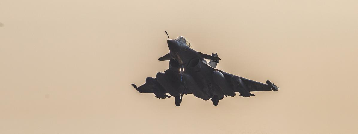 Un Rafale français s'envole pour mener des frappes contre le groupe Etat islamique en Syrie, le 4 février 2016.