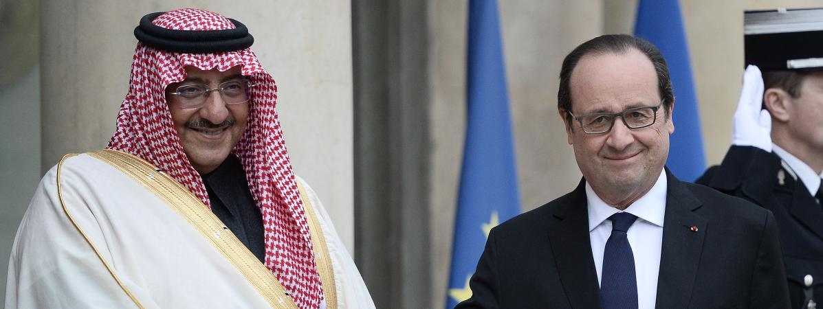 Le président français François Hollande et le prince héritier d'Arabie saoudite, Mohammed ben Nayef, à l'Elysée à Paris le 4 mars 2016.