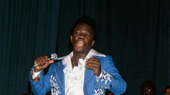 Ali Bongo en concert, à Libreville au Gabon, le 7 juillet 1977.