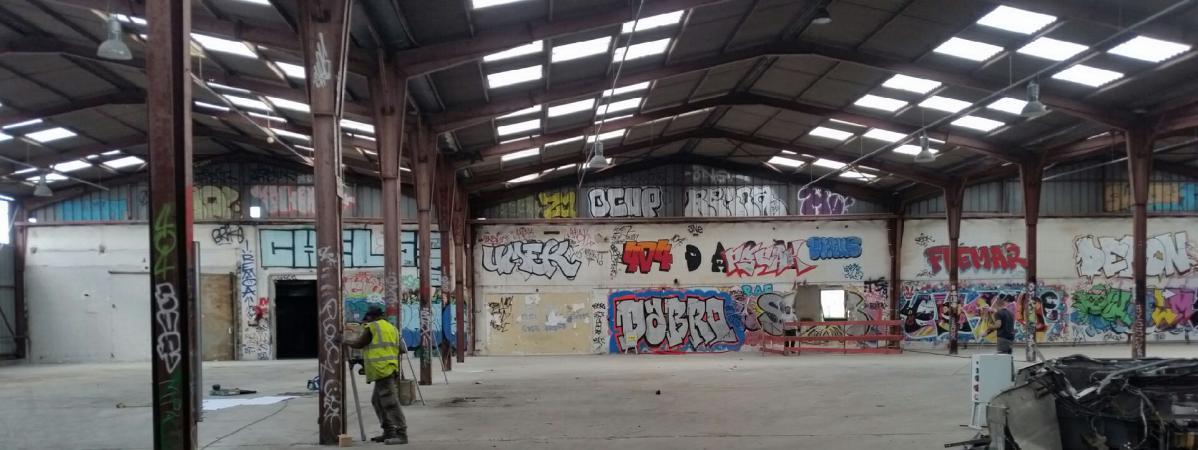 Ce hangar, situé près de la porte de la Chapelle à Paris, pourra accueillir jusqu'à 800 réfugiés à partir de fin septembre