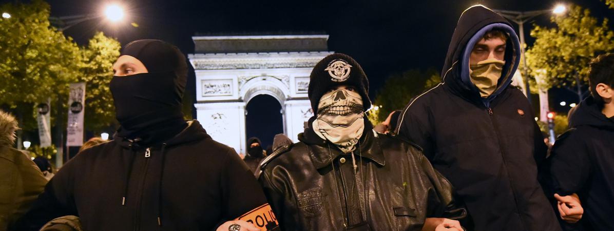 Des policiers manifestent, le 20 octobre 2016 à Paris.