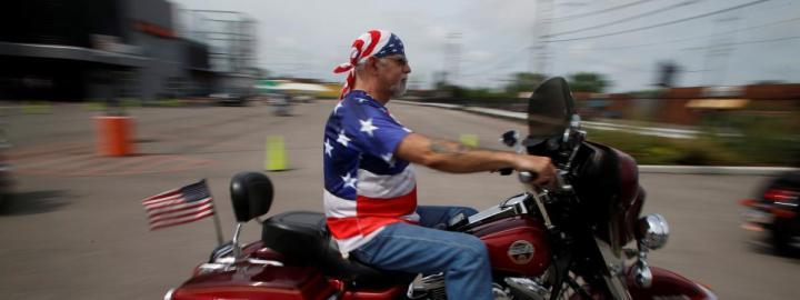 """Après l\'avoir soutenu pendant sa campagne, les \""""Bikers for Trump\"""" sont enchemin pour assiter à l\'investiture de leur champion à Washington, où ils devraient être des milliers vendredi, selon le fondateur du groupe de motards."""
