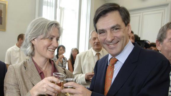 Penelopeet François Fillon, le 19 mai 2007 lors d\'un vin d\'honneur à Sablé-sur-Sarthe (Sarthe).