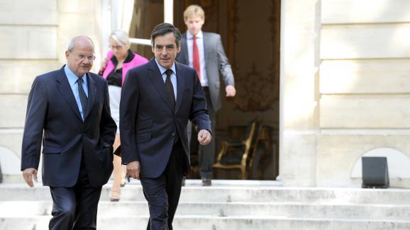 Marc Ladreit de Lacharriereet Francois Fillon sur le perron de Matignon, le 17 septembre 2010.