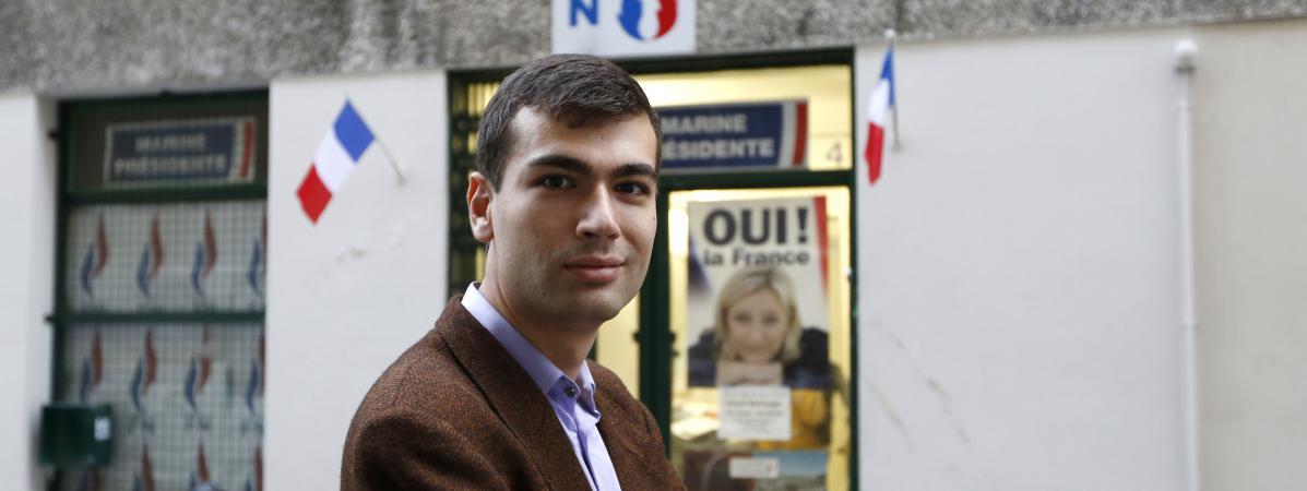 Gaël Nofri devant le siège du FN à Nice, le 26 novembre 2012, à une période où il affirme avoir été réménuéré par l\'entreprise privée de l\'expert-comptable du FN, alors qu\'il travaillait pour le parti.