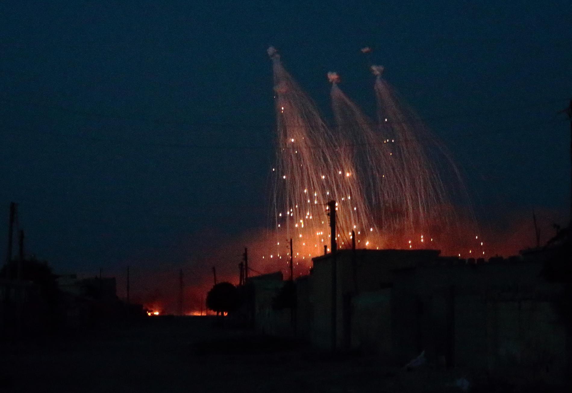 L\'aviation américaine tire des munitions au phosphore blanc sur la ville de Raqqa (Syrie), le 9 juin 2017.