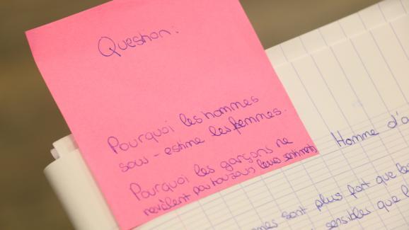 Une question écrite par une élève, lors d'un atelier de lutte contre le sexisme au collège Henri-Matisse, le 5 décembre 2017, dans le 20e arrondissement de Paris.