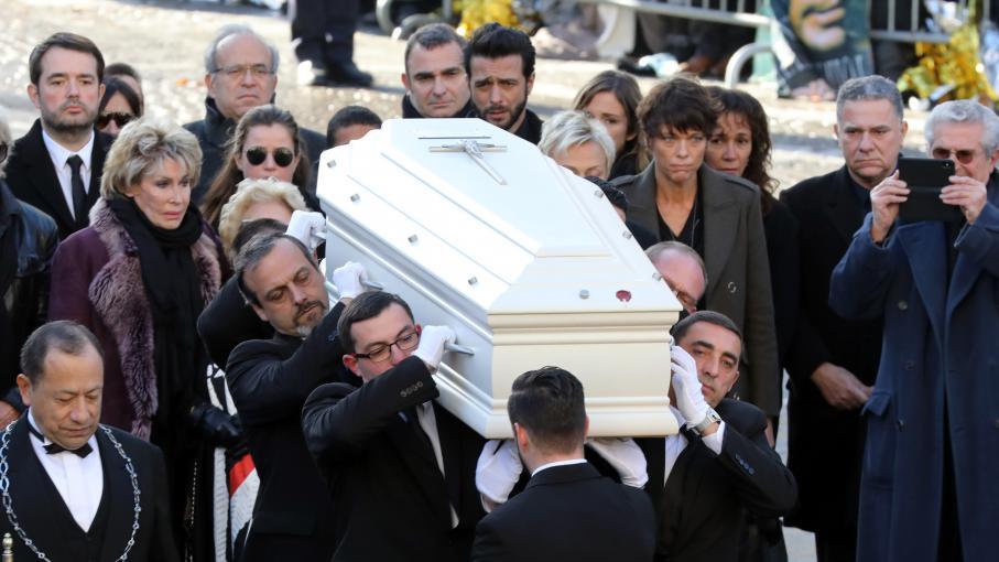 Mort de Johnny Hallyday  un homme tente de revendre une photo du chanteur dans son cercueil