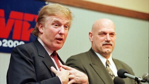 Donald Trump (g) et Jesse Ventura, gouverneur du Minnesota, le 7 janvier 2000.