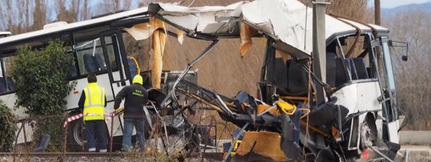 Le carcassedu car au lendemain de sa collision avec un train à Millas(Pyrénées-Orientales), le 15 décembre 2017/