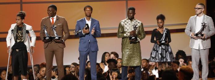 USA/BET Awards : Mamoudou Gassama reçoit un trophée pour son héroïsme (Vidéo)