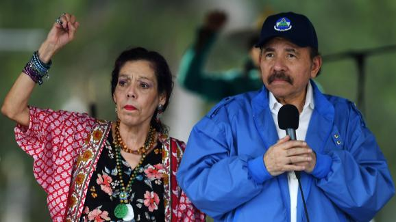 Le président Daniel Ortega et la vice-présidente (qui est aussi son épouse), Rosario Murillo, lors d\'une mobilisation des pro-gouvernement, à Managua, le 7 juillet 2018.