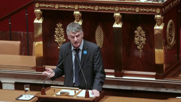 Philippe Folliot prend la parole à l\'Assemblée nationale, le 25 novembre 2015.