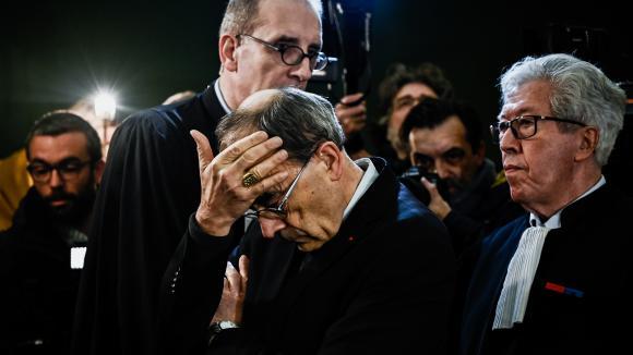 L\'archevêque de Lyon, le cardinal Philippe Barbarin, a été condamné à six mois de prison avec sursis. Il a depuis annoncé son intention dedémissionner.