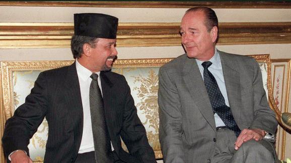 Hassanal Bolkiah et Jacques Chirac à l\'Elysée, le 16 décembre 1996.
