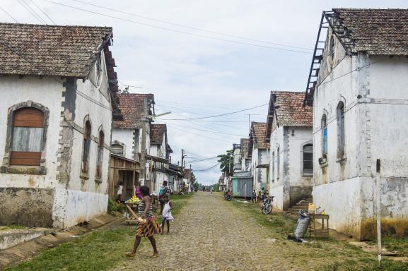 Anciens bâtiments de la plantation de cacao Roca Aguaize, sur la côte Est de Sao Tomé.