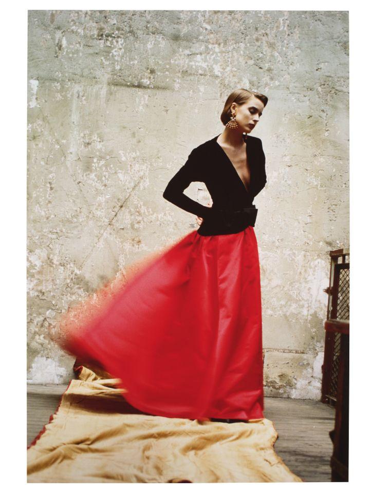 """David Seidner, """"Modèle Yves Saint Laurent.  Vogue Italie"""", septembre 1985, Cibachrome (DAVID SEIDNER ARCHIVES INTERNATIONAL CENTRE OF PHOTOGRAPHY / MAD PARIS / CHRISTOPHE DELLIERE)"""