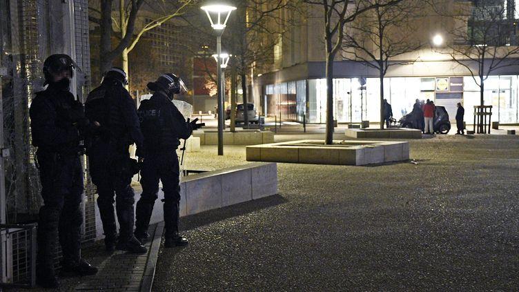 Suite a un accident de scooter volé d'un jeune de 13 ans, le quartier de la Duchère à Lyon s'est embrasé (ici le 4 mars 2021). (ST?PHANE GUIOCHON / MAXPPP)
