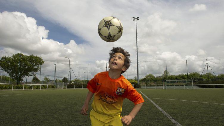 jeu de tete chez les jeunes footballeurs