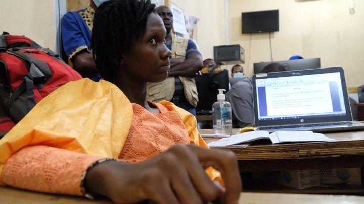 La conférence de rédaction de Studio Tamani où les journalistes décident des sujets du jour. (NATHANAEL CHARBONNIER / RADIO FRANCE)