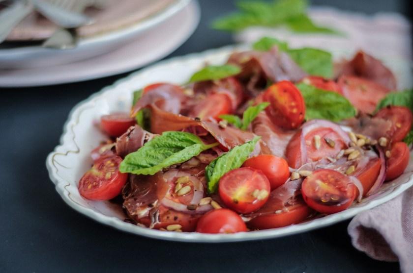 salada de tomate com jamón