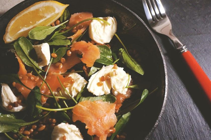 salada-trigo-salmao-molho-verde-2