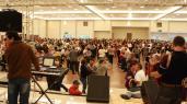 Comemoração à data terminou com matinê; encontro reuniu mais de 2 mil idosos