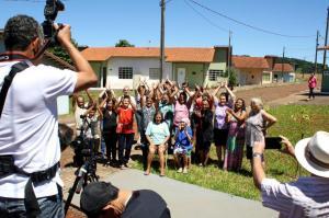 Moradores do Condomínio do Idoso durante as gravações de um documentário; iniciativa é finalista de um concurso nacional promovido pela Caixa