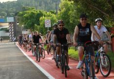 Pedalada saiu do parque de exposições e marcou a abertura oficial da pista destinada às bicicletas