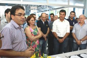 No Colégio Suplicy, Cantelmo Neto, diretora Neiva, governador Beto Richa e o deputado estadual Ademar Traiano