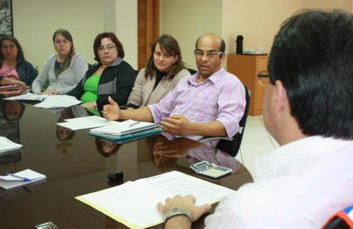 Prefeito Cantelmo Neto e professor Amauri Nascimento, durante a reunião