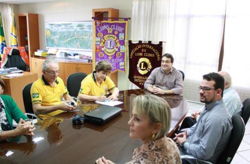 Recursos foram entregues nesta terça-feira, no gabinete da Prefeitura