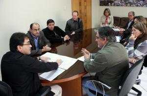 Em reunião na Prefeitura, Neto e Scirea apresentam tramitação e estágio do projeto ao representante dos moradores, Vanderlei Nascimento