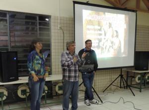 André Luiz Mazzaropi, filho de Amácio, fez a abertura da mostra de cinema no bairro Padre Ulrico, com a diretora de Cultura, Soraia Quintana e o presidente da associação de moradores, Lauri Toassi